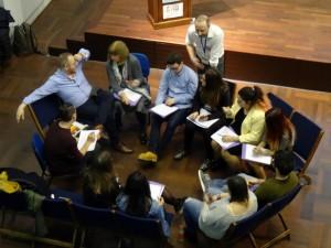 2Jared Fox comparte con jóvenes y adolescentes sus experiencias durante un taller